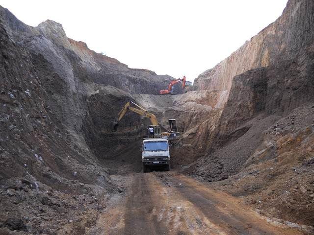 Công ty CP vật tư mỏ địa chất - MGEC  vừa khởi công lỗ khoan thăm dò mở rộng tại Công ty than Dương Huy.